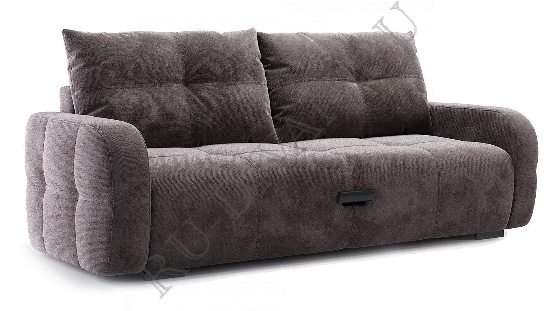 босс кувыркается на диване с