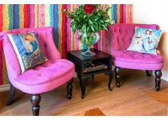 Будуарное кресло в интерьере детской комнаты
